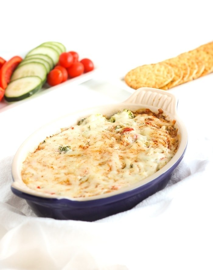 Cheesy hot broccoli dip that's secretly healthier is perfect for football games and holiday parties! (#glutenfree, #vegetarian) | #footballfood #appetizers #tailgating #dip | via livelytable.com