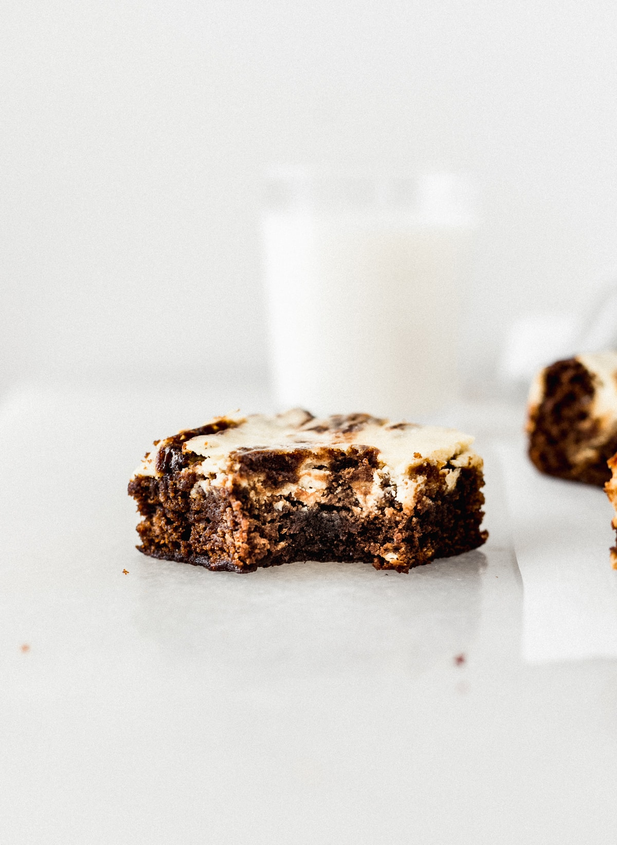gingerbread cheesecake swirl blondies
