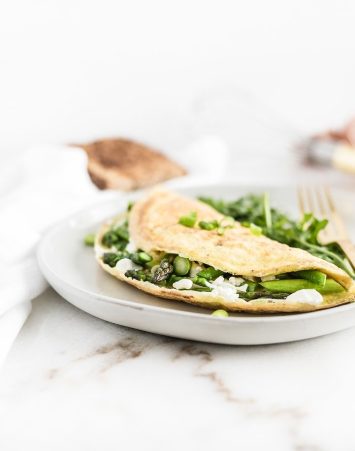 Easy Asparagus and Goat Cheese Omelette