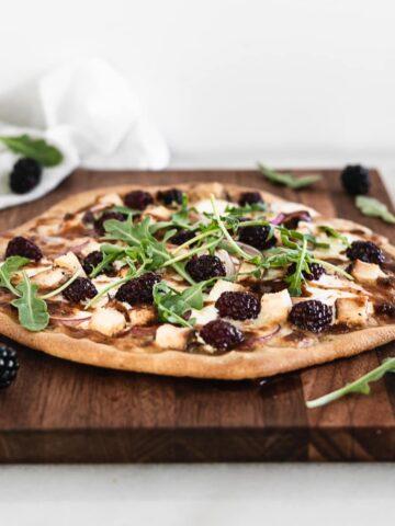 blackberry bbq chicken flatbread