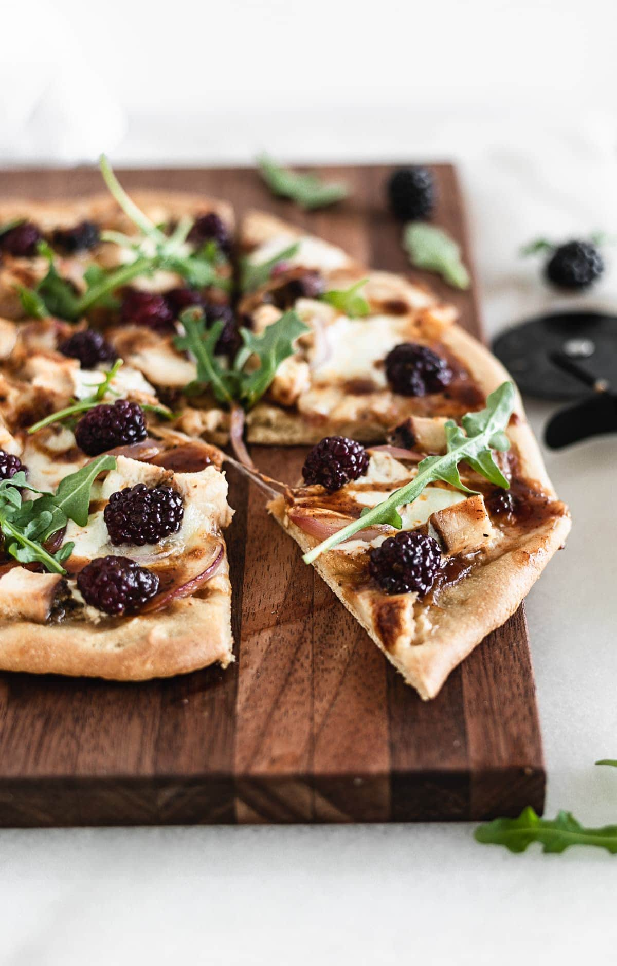 This Blackberry Chicken Flatbread has tender grilled chicken, creamy burrata, shaved fennel and juicy blackberries for a delicious summer pizza night change up!
