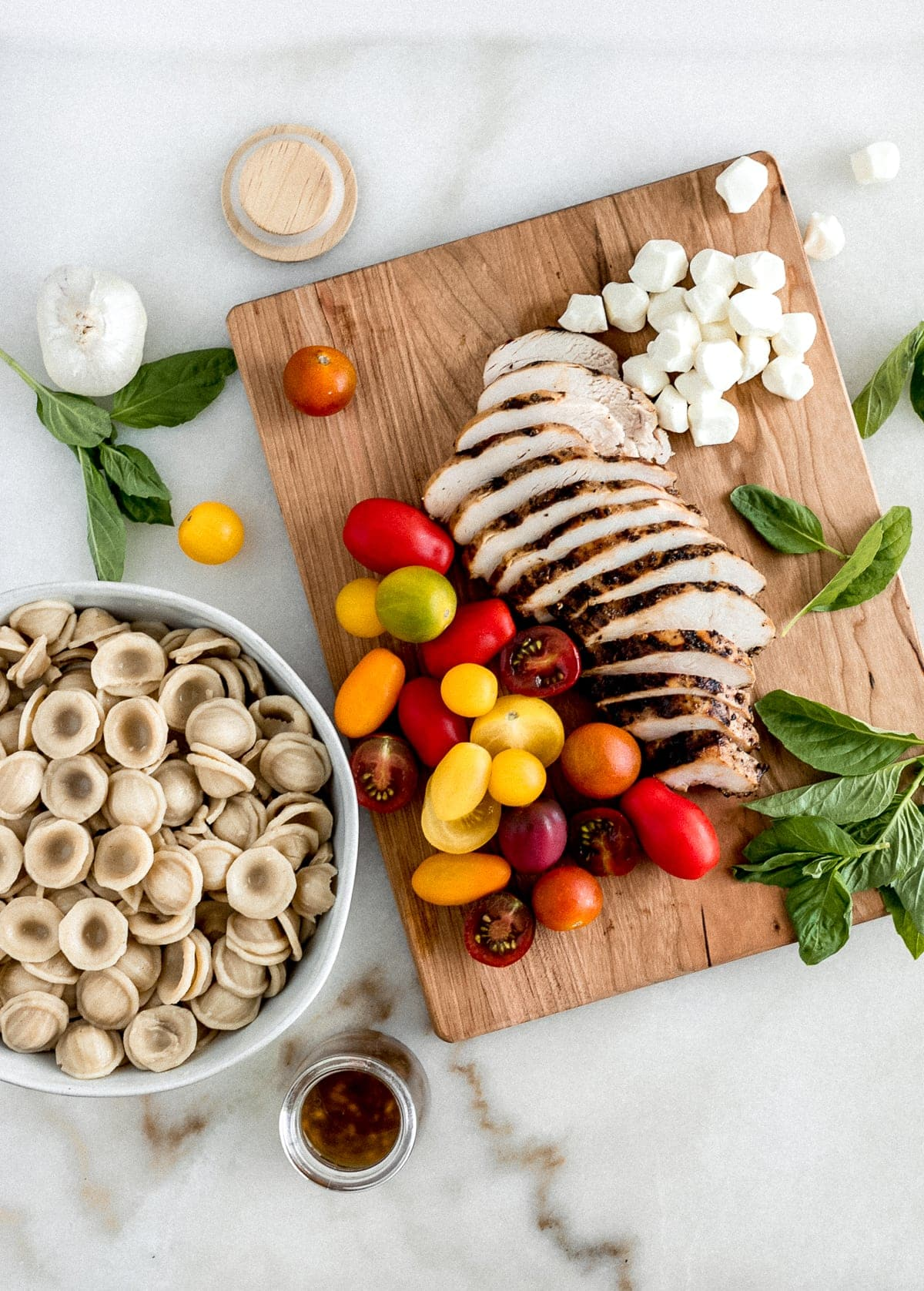This Chicken Caprese Pasta Salad is delicious and healthy pasta salad made with tomatoes, basil, mozzarella and whole grain pasta that makes the perfect summer lunch or potluck dish! (gluten-free and vegetarian option) | via livelytable.com
