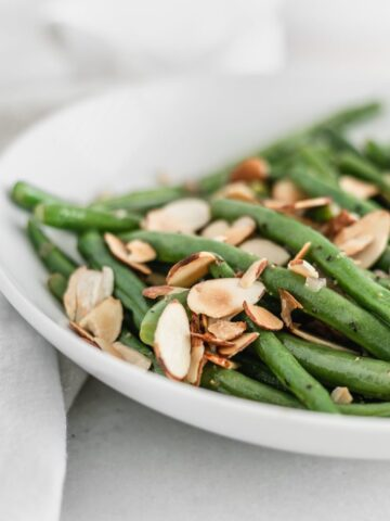 green beans almondine on a plate.