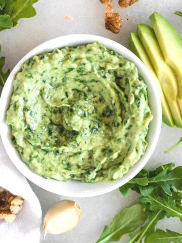 vegan arugula avocado pesto pasta