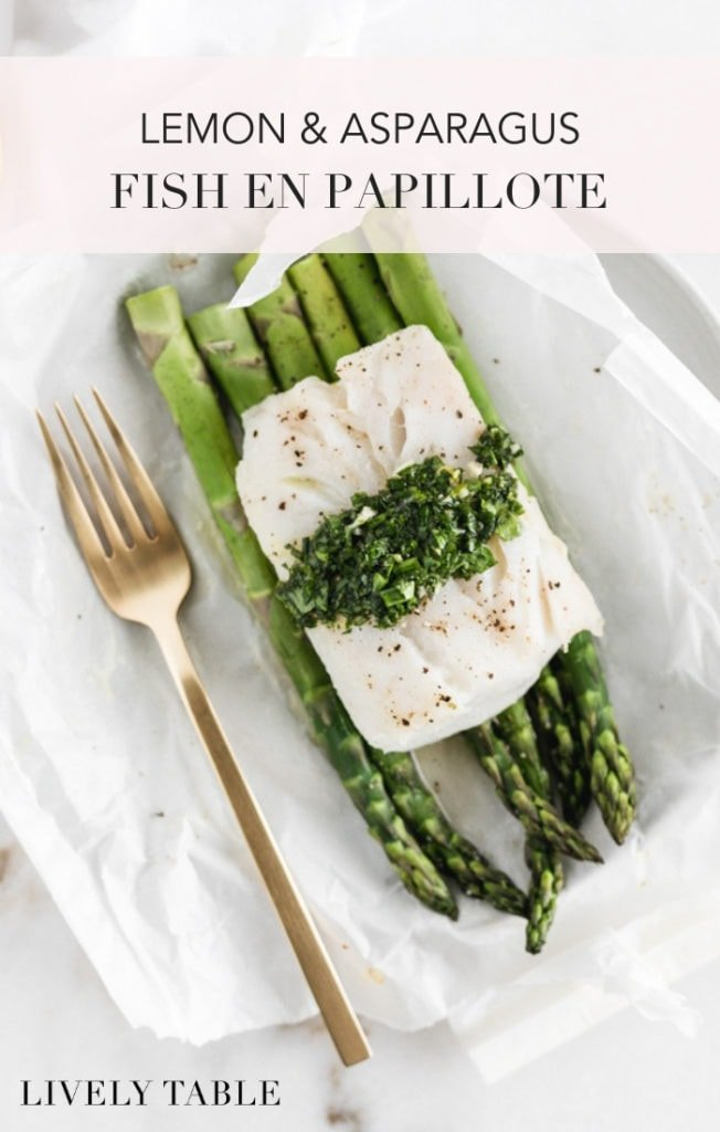 This lemon and asparagus fish en papiollote (or fish in parchment) served with a bright lemon herb sauce is a fresh, healthy dinner that's both easy and delicious! (#glutenfree, #nutfree) #seafood #healthydinner #healthy #recipes #dinner #asparagus #spring #pescetarian #fish #halibut #cod