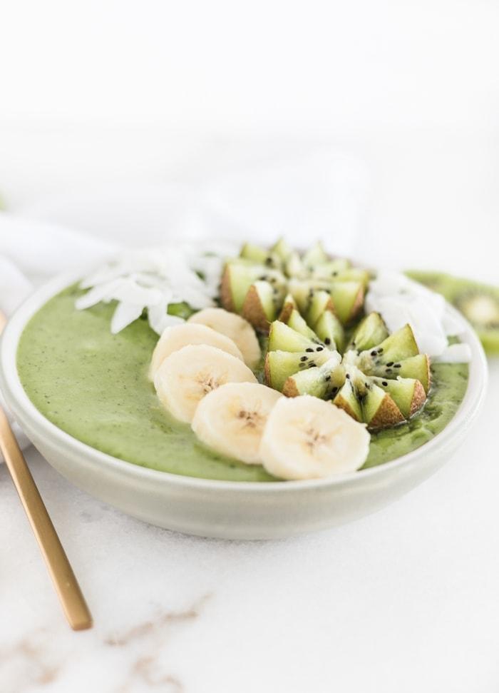pineapple kiwi green smoothie bowl