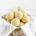 pan de queso cheese rolls in a basket with a white napkin